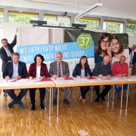 """Acht Schulen beteiligen sich an """"Fifty-Fifty""""-Projekt: Vertragsunterzeichnung in der Robert-Schuman-Schule"""