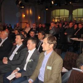 Elektromobilität: Der Energie-Tisch informiert sich und diskutiert über die Zukunft der Elektromobilität.